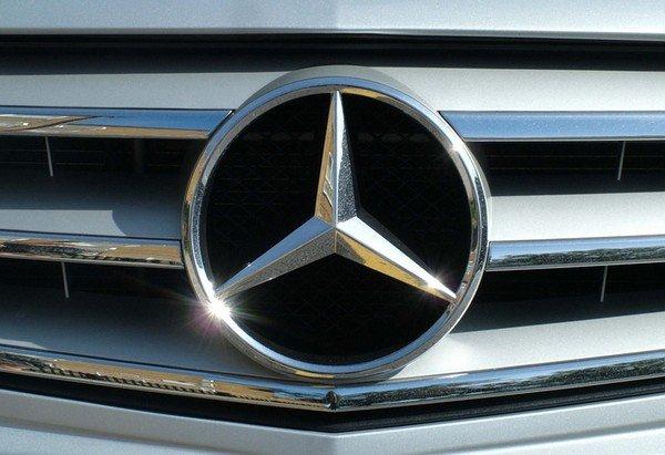 Mercedes-Benz's logo