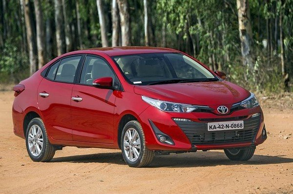 2018 toyota yaris red front angle