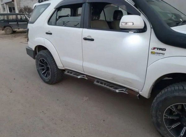 2009 toyota fortuner modified white and black side profile