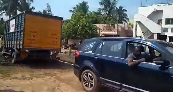 tata hexa rescue a stuck truck