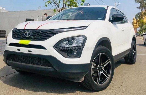 tata harrier with r18 tyres white front angle