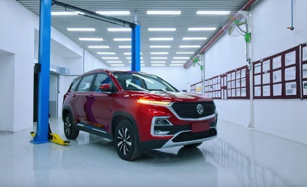 mg hector red front view