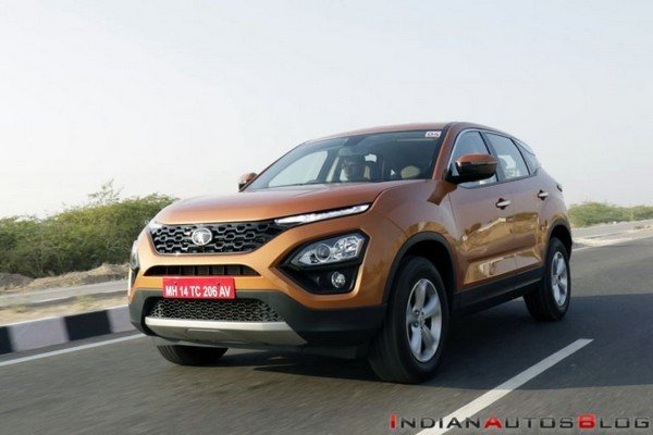 2019 tata harrier orange side profile angle in action