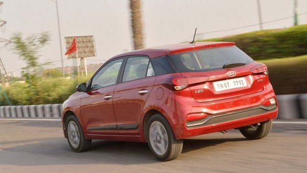 2018 hyundai elite i20 red rear angle in action