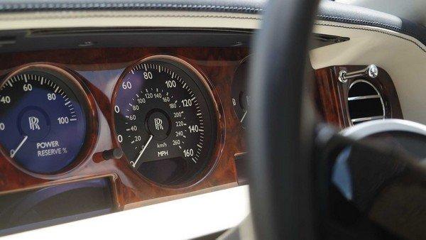 rolls royce car dashboard