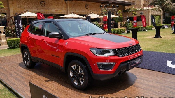 2019 jeep compass trailhawk red front angle right