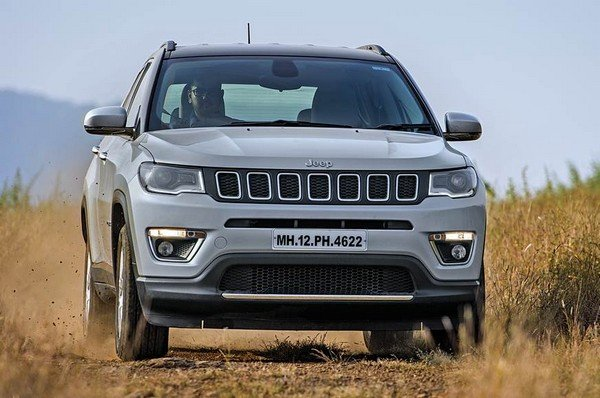 2017 jeep compass silver white front angle