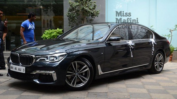 bmw 730ld m-sport black side angle