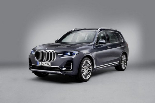 bmw x7 black front three quarters left side