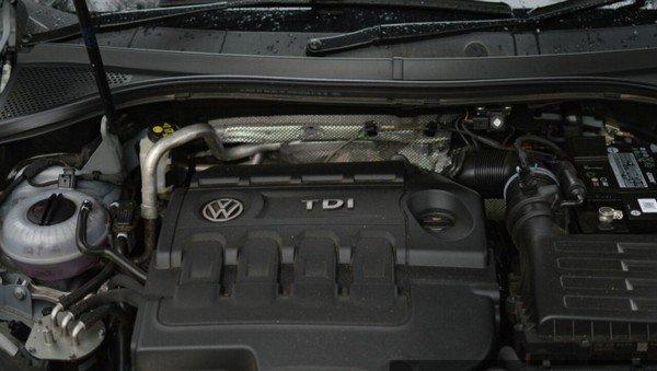 2017 Volkswagen Tiguan-engine