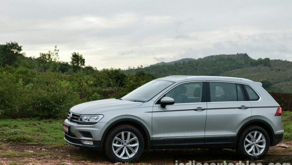 2017 Volkswagen Tiguan silver side profile