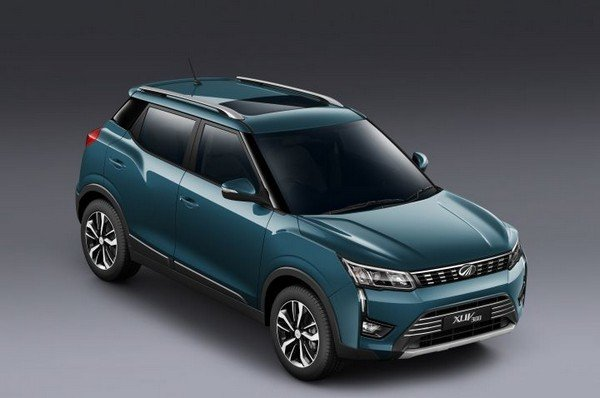 mahindra xuv300 top view with sunroof