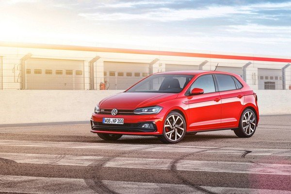 2018 volkswagen polo red front angle