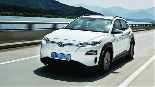 hyundai kona 2019 white on road