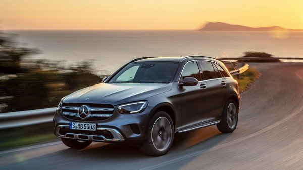 2019 mercedes glc black front angle