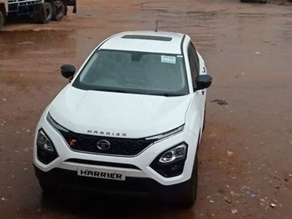 tata harrier front top view