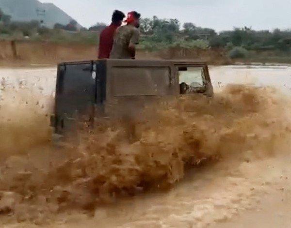 mahindra thar off road driving