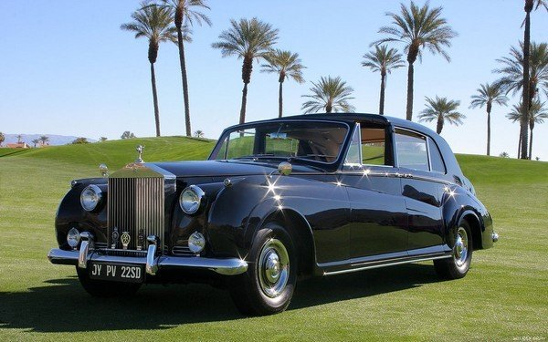 Rolls Royce Phantom V black front look