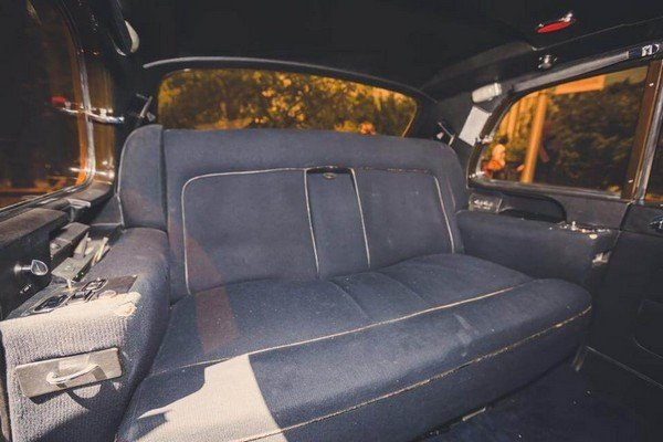 Rolls Royce Phantom V interior backseat