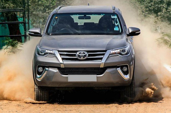 2018 toyota fortuner silver front
