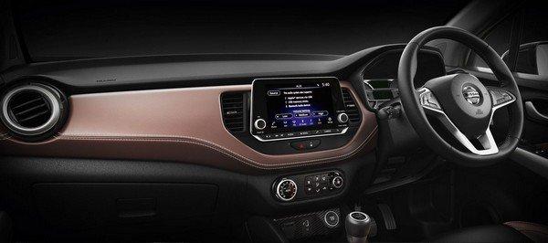 nissan kicks interior dashboard layout