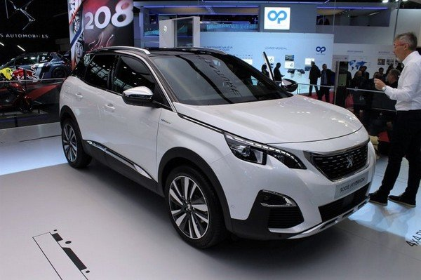peugeot 3008 front three quarters right side