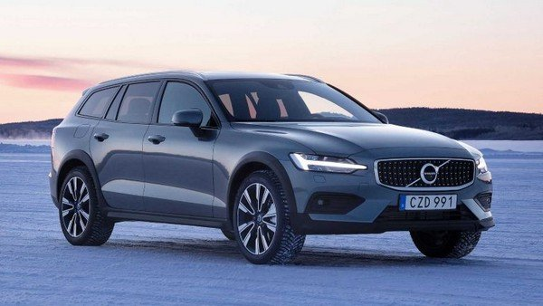 2019 volvo v60 cross country grey side profile angle