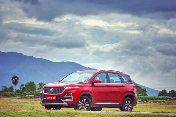 mg hector red colour front three quarters