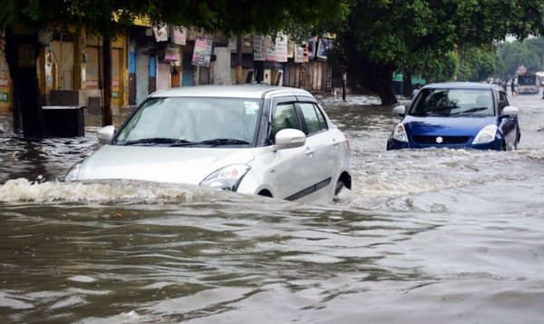 maruti car in flood front angle