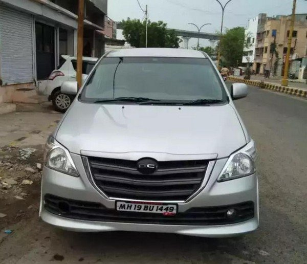 2014 dc lounge toyota innova silver front
