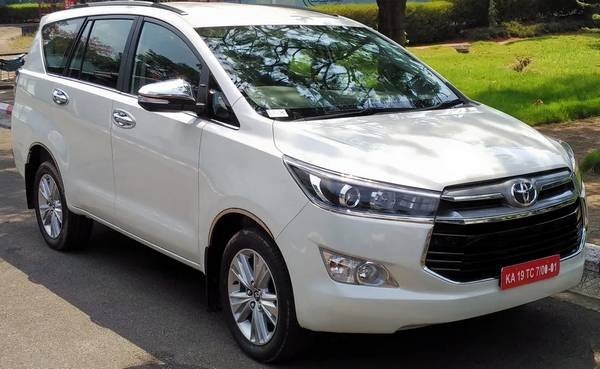 Front side view of the Toyota Innova Crysta