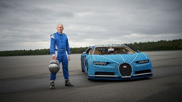 bugatti chiron blue front angle
