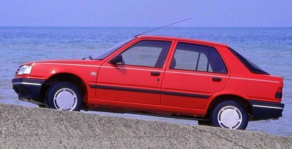 red peugeot 309