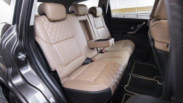 2019 mahindra xuv500 interior second seats