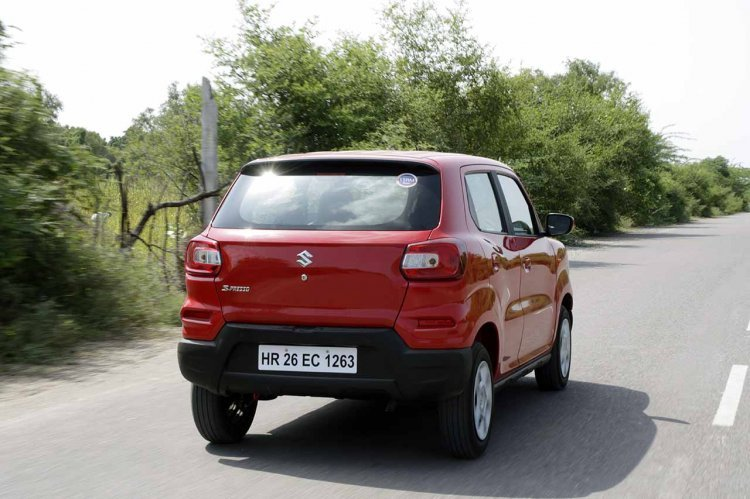 S-Presso's rear is a haunched up affair and the dual-tone bumper follows the SUV theme here as well.
