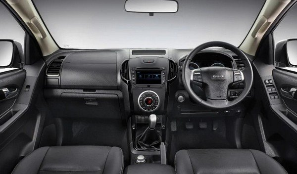isuzu d-max v-cross interior dashboard layout