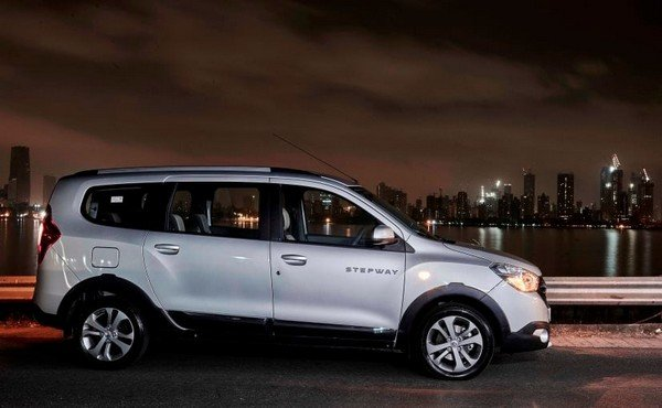 renault lodgy stepway review side angle