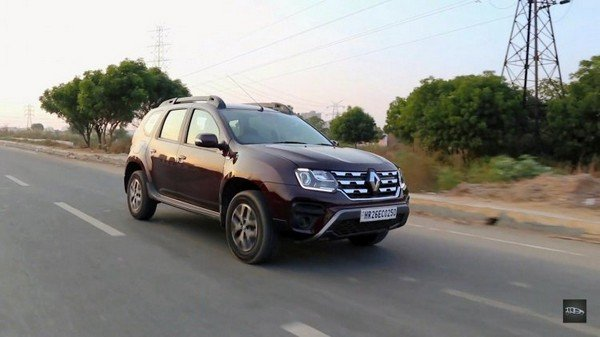 renault duster 2019 front three quarters right side