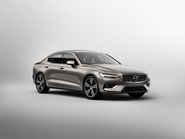 2020 volvo s60 silver front angle