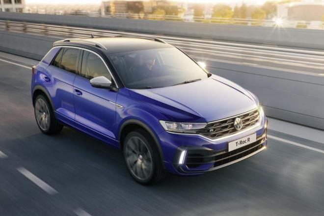 Volkswagen T-Roc aerial front three quarter dynamic