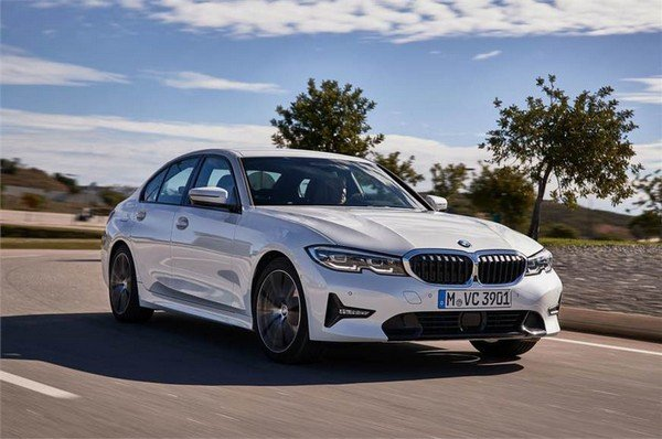 2019 bmw 3 series white front angle