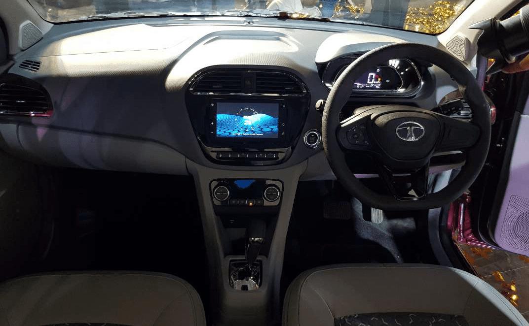 Tata Tiago facelift vs old model - 2020 Tata Tiago dashboard