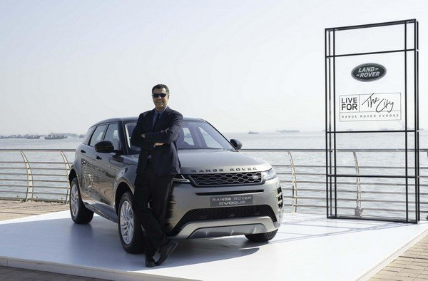2020 range rover evoque front angle