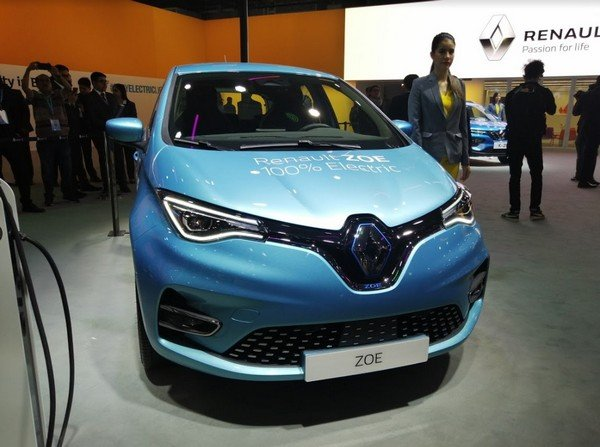 renault zoe blue front view