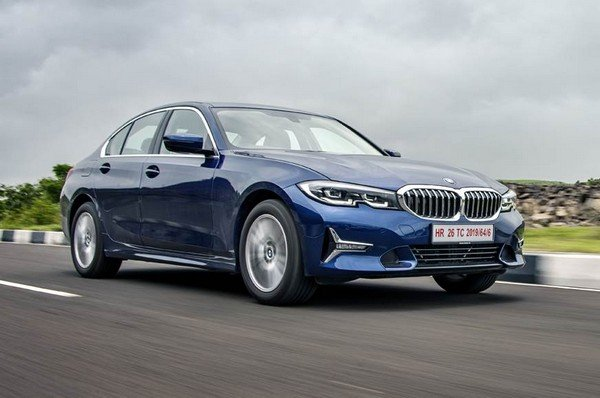 2019 bmw 3 series blue front angle