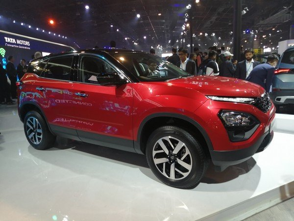 2020 tata harrier red front angle