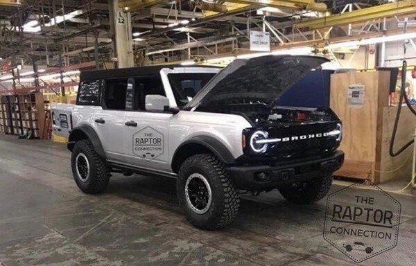 2021 ford bronco exterior front three quarters