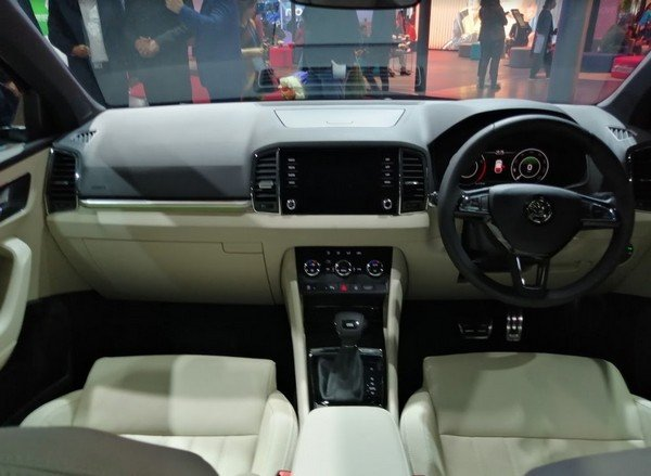 2020 skoda karoq interior dashboard layout