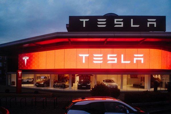 Front shot of Tesla dealership