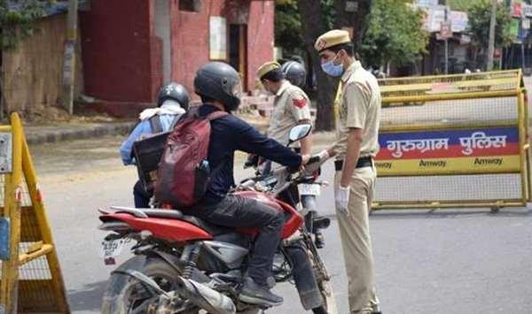 Gurugram police checking people during lockdown